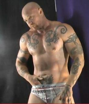 Pelado tatuado